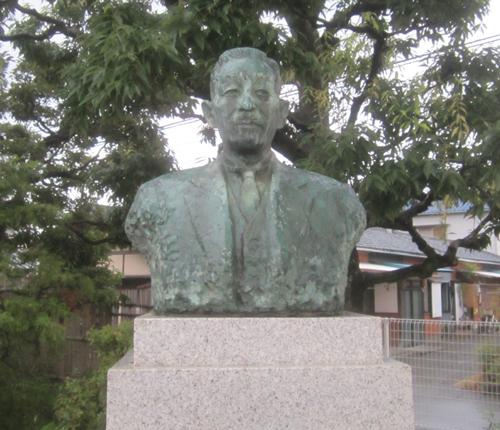 白鳥吾市先生銅像.12.08.08.