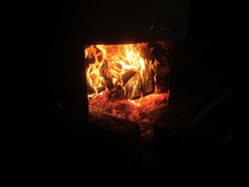 薪ストーブの火.12.12.24.
