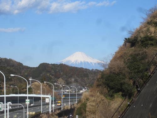 東名高速道路と富士山.13.01.28.