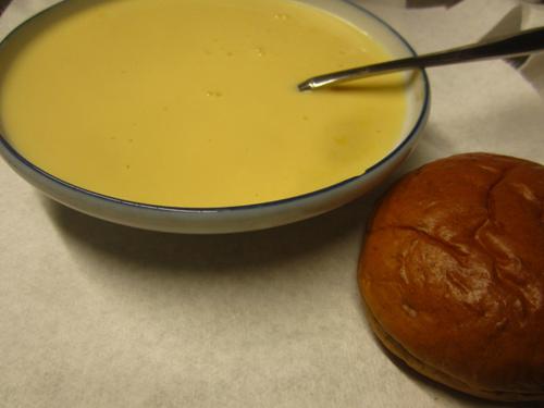 ポタージュスープと黒砂糖パン.13.02.03.