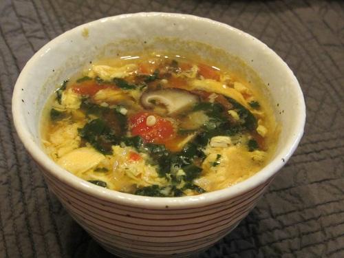 トマトとオカワカメと椎茸をいれて卵でとじたスープ