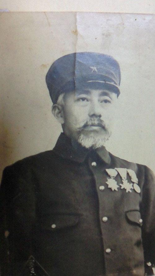 關谷銘次郎連隊長